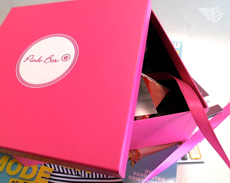pinkbox-opening-2
