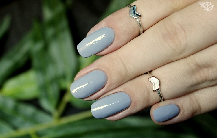 catrice-iconails-16cloudnine-lackiert-swatch