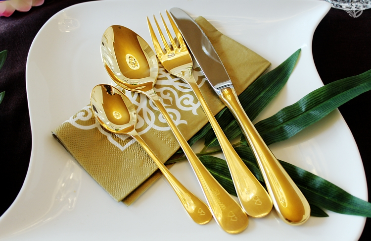 edler-tischgedeck-gold-graviert2