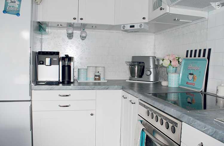 küchenzeile-küchenrückwand-kaffeemaschine