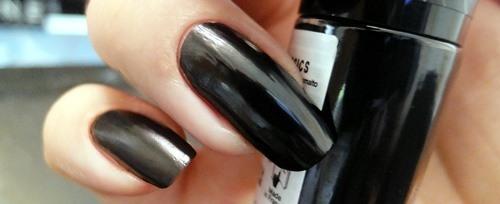 schwarz-lackiert-swatch